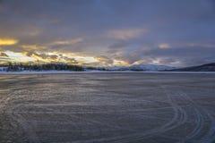 Aéroport de Harstad/Narvick au lever de soleil, hiver, nuages Photos stock