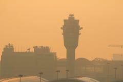 Aéroport de HkInternational avec des avions dans l'aérodrome Photos libres de droits