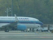Aéroport 18 de Jet Airplane At LaGuardia de Donald Trump Images libres de droits
