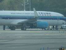 Aéroport 16 de Jet Airplane At LaGuardia de Donald Trump Images stock