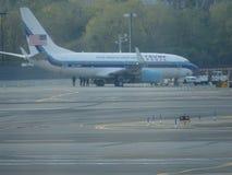 Aéroport 7 de Jet Airplane At LaGuardia de Donald Trump Photographie stock libre de droits