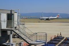 Aéroport de Kansai de vue de train hors de train Photographie stock