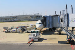 Aéroport de Kansai de vue de train hors de train Photo libre de droits
