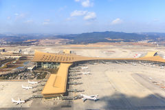Aéroport de Kunming comme vu de l'avion Images libres de droits