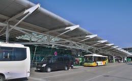 Aéroport de Lisbonne - navettes terminales Images stock