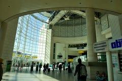 Aéroport de Lisbonne - terminal 1 Photographie stock libre de droits