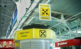 Aéroport de Lisbonne - terminal 1 de point de rencontre Photographie stock libre de droits