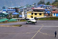 Aéroport de Lukla de l'Himalaya, Népal Images stock