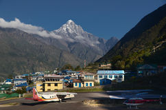 Aéroport de Lukla - point d'entrée d'Everest Images stock