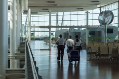 Aéroport de Madrid avec le personnel Photos libres de droits