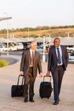 Aéroport de marche d'hommes d'affaires Photo libre de droits