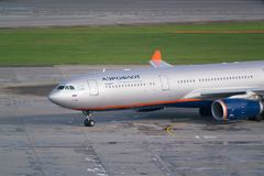 Aéroport de Moscou, Sheremetyevo, Russie - 24 septembre 2016 : Aeroflot - lignes aériennes russes Airbus A330-343X, roulement sur Images stock