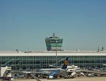 Aéroport de Munich : tour de contrôle Photo libre de droits