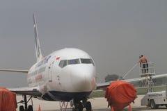 Aéroport de nettoyage de cendre volcanique Photographie stock libre de droits