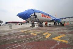 Aéroport de nettoyage de cendre volcanique Photographie stock