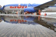 Aéroport de nettoyage de cendre volcanique Image stock