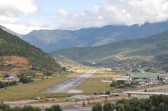 Aéroport de Paro de la route Photos libres de droits