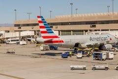 Aéroport de PHX Avions d'American Airlines sur la rampe Photos stock