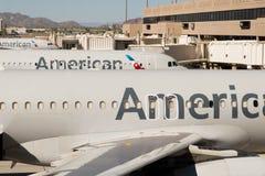 Aéroport de PHX Avions d'American Airlines sur la rampe Images libres de droits