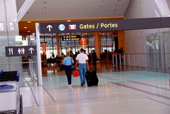 Aéroport de porte de gens Photo stock