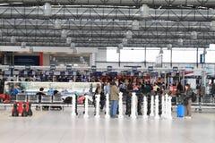 Aéroport de Prague avec des échecs Images stock
