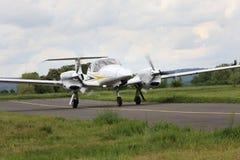 Aéroport de Pribram, République Tchèque - 28 mai 2010 Étoile de jumeau de NG Turbo du diamant DA-42 Images stock