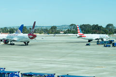Aéroport de San Antonio - avions sur la rampe Photographie stock libre de droits