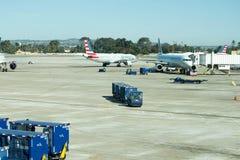 Aéroport de San Antonio - avions sur la rampe Images libres de droits