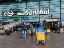Aéroport de Schiphol Amsterdam de personnes, Hollande Photos stock