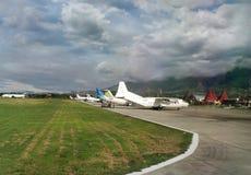 Aéroport de Sentani sur l'île de la Nouvelle-Guinée Photos libres de droits