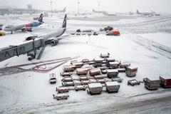 Aéroport de Sheremetyevo en hiver Moscou, Russie Photographie stock libre de droits