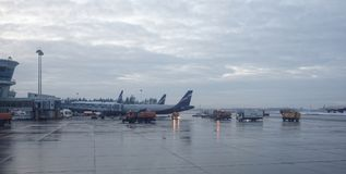 Aéroport de Sheremetyevo L'avion se prépare au décollage Photographie stock libre de droits