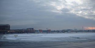 Aéroport de Sheremetyevo L'avion se prépare au décollage Image libre de droits