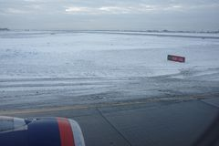 Aéroport de Sheremetyevo L'avion se prépare au décollage Photographie stock