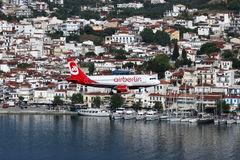 Aéroport de Skiathos d'avion de Berlin Airbus A319 d'air Photo libre de droits