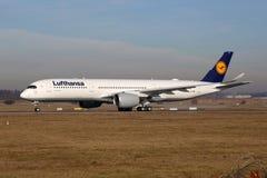 Aéroport de Stuttgart d'avion de Lufthansa Airbus A350 Images stock