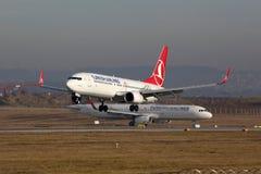 Aéroport de Stuttgart d'avions de Turkish Airlines Image libre de droits