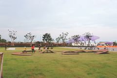 Aéroport de Suvarnabhumi, Samut Prakan, Thaïlande 17 février 2019 : Voie de vélo d'équilibre pour le tour d'essai d'enfant photo stock