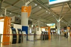 Aéroport de Varsovie d'enregistrement Photos stock