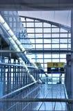 Aéroport de voie, vue de fenêtre Photographie stock libre de droits