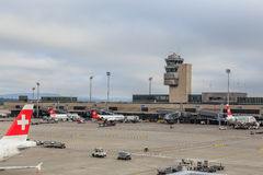 Aéroport de Zurich un jour obscurci Photos libres de droits