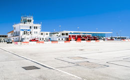Aéroport du Gibraltar de tour de contrôle Image stock