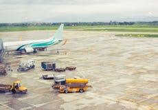 Aéroport en dehors de la scène d'hublot Photo stock