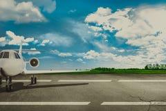 Aéroport et avion de ligne de piste Concept Photographie stock libre de droits