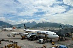 Aéroport et environnement de Hong Kong autour Photographie stock