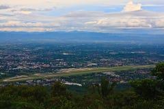 Aéroport et paysage urbain de l'AMI de Chaing Photographie stock libre de droits