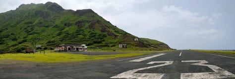 Aéroport et piste dans les ruines Photographie stock libre de droits
