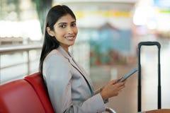 Aéroport femelle de passager Photographie stock