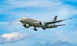 AÉROPORT FRANCFORT, ALLEMAGNE : LE 23 JUIN 2017 : Air de Boeing 777F Etihad Image stock