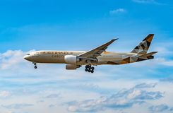 AÉROPORT FRANCFORT, ALLEMAGNE : LE 23 JUIN 2017 : Air de Boeing 777F Etihad Image libre de droits